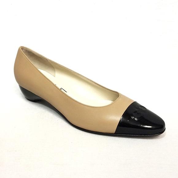 e93849af55 Salvatore Ferragamo Contrasting Kitten Heels. M_5be9dad2d6dc52f9bf64281b